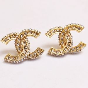 Gold tone crystals fashion stud earrings